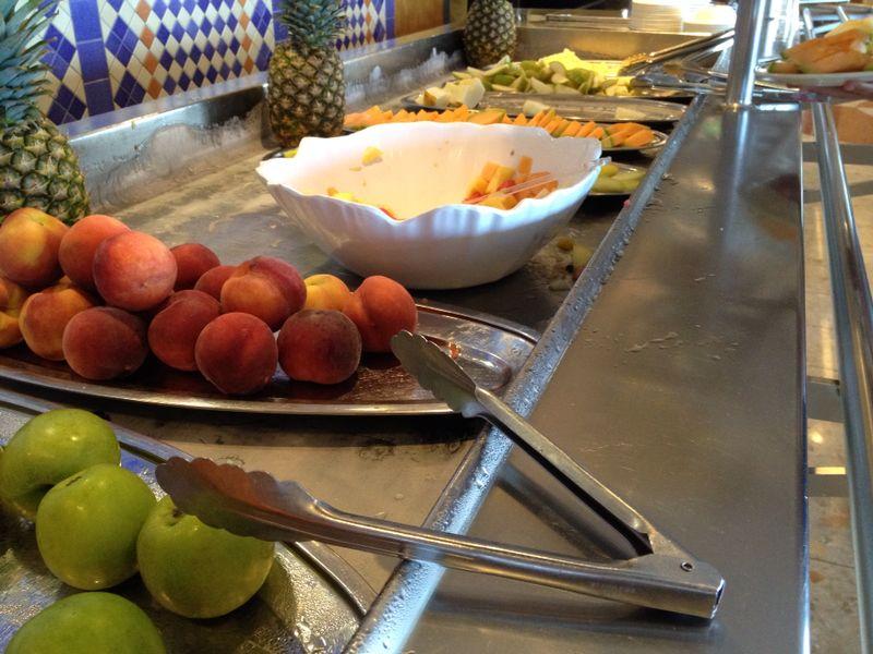 2014/07/30 Ibiza, Spain-pranzo-al-buffet-di-msc-sinfonia-durante-la-navigazione-3-jpg