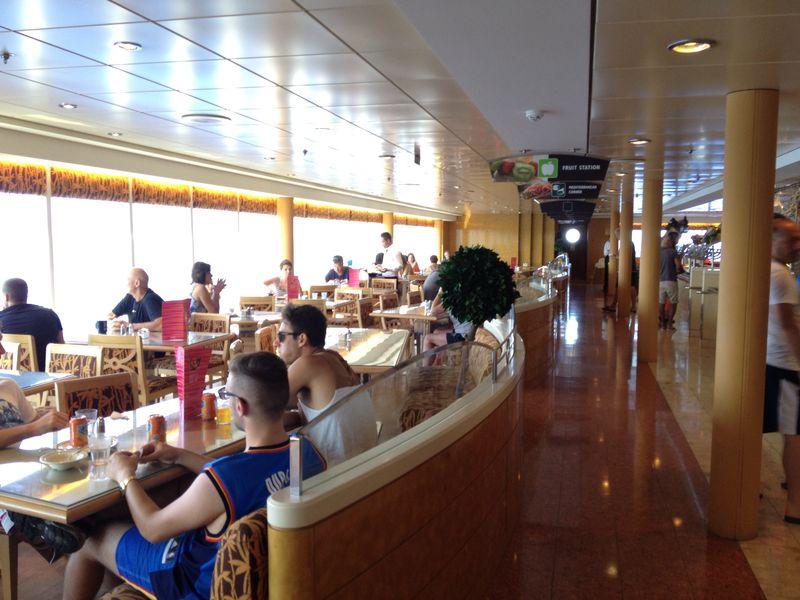2014/07/30 Ibiza, Spain-pranzo-al-buffet-di-msc-sinfonia-durante-la-navigazione-9-jpg