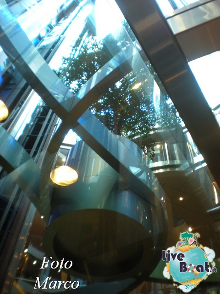 Grand Foyer di  Celebrity Silhouette-19foto-liveboat-celebrity-silhouette-jpg