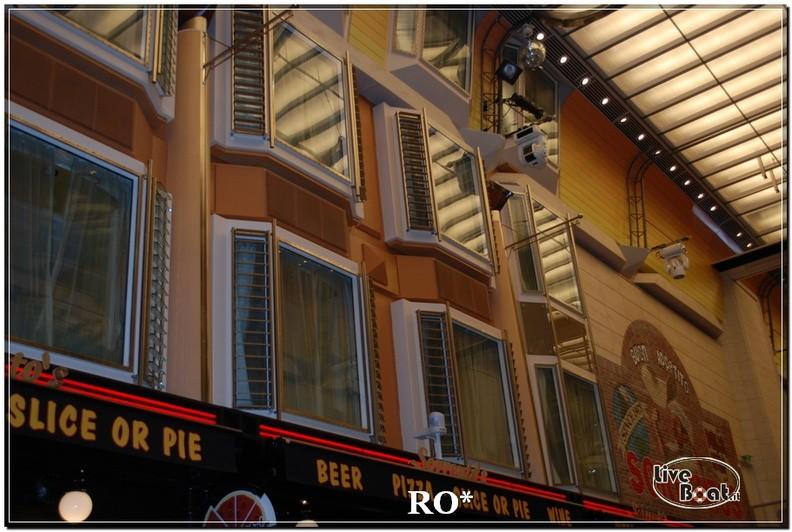 La Royal Promenade di Independence ots-25foto-liveboat-independence-ots-jpg