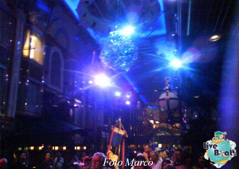 Parata di gala nella Royal Promenade di Mariner ots-168foto-liveboat-mariner-ots-jpg