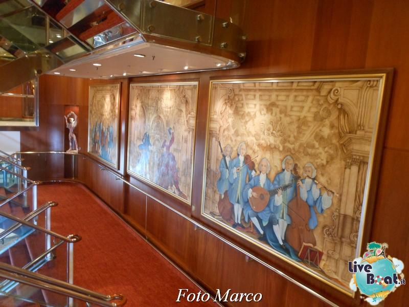I bagni pubblici e alcuni pannelli di Gradeur OTS-102foto-liveboat-grandeur-ots-jpg
