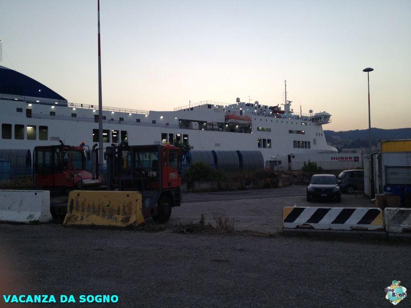 2014/07/26 Partenza, traghetto e precrociera-3mscsinfonia-prepartenza-direttaliveboat-crociere-navedeigiovani-jpg