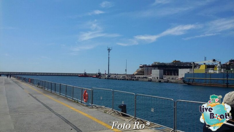 Liveboat in Diretta dall'Isola del Giglio e arrivo a Genova-11foto-costaconcordia-genova-arrivo-jpg