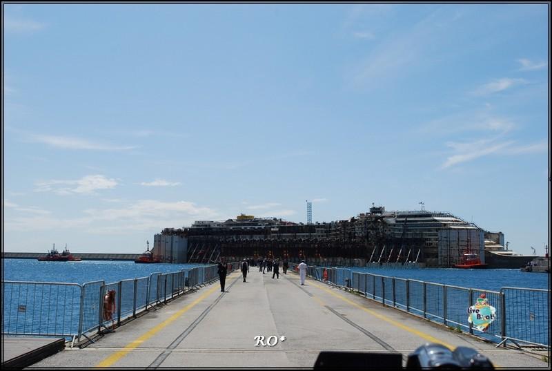 Liveboat in Diretta dall'Isola del Giglio e arrivo a Genova-15foto-costaconcordia-genova-arrivo-jpg