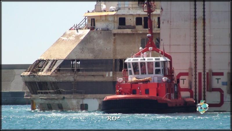 Liveboat in Diretta dall'Isola del Giglio e arrivo a Genova-81foto-costaconcordia-genova-arrivo-jpg