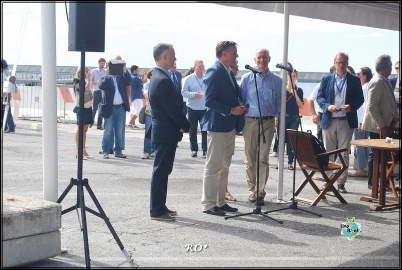 Liveboat in Diretta dall'Isola del Giglio e arrivo a Genova-7foto-costaconcordia-genova-arrivo-jpg