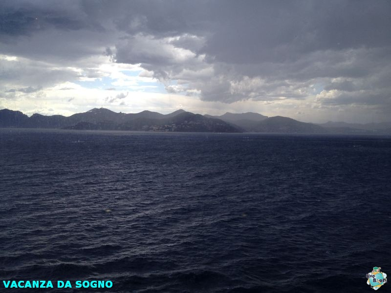 2014/07/29 Cannes, France-4mscsinfonia-cannes-direttaliveboat-crociere-navedeigiovani-jpg