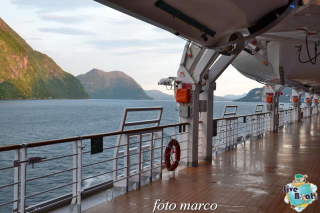 Navigazione turistica lungo il Geirangerfjord-12foto-liveboat-nord_europa-costa_luminosa-jpg