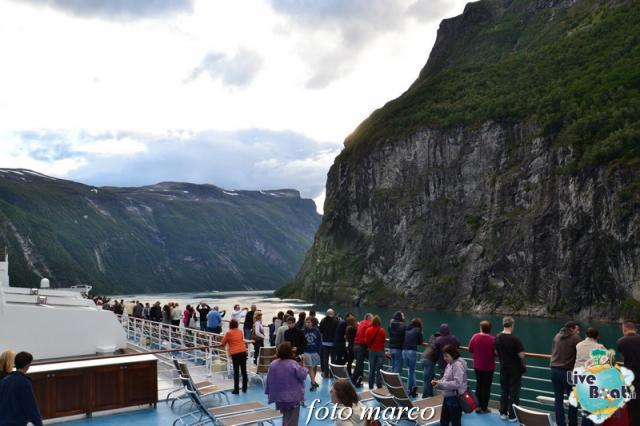 Navigazione turistica lungo il Geirangerfjord-121foto-liveboat-nord_europa-costa_luminosa-jpg