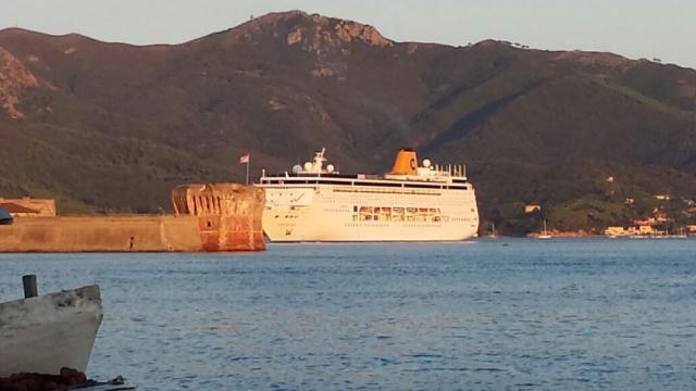 Oggi al porto di....-costa-neoriviera-jpg