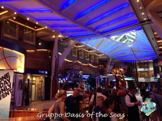 2014/09/18 Oasis of the seas partenza da Barcellona-liveboat-023-oasis-of-the-seas-barcellona-jpg