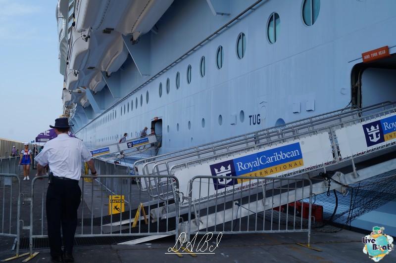 La linea esterna di Oasis ots-oasis-of-the-seas-royal-carribean-esterno-nave-4-jpg