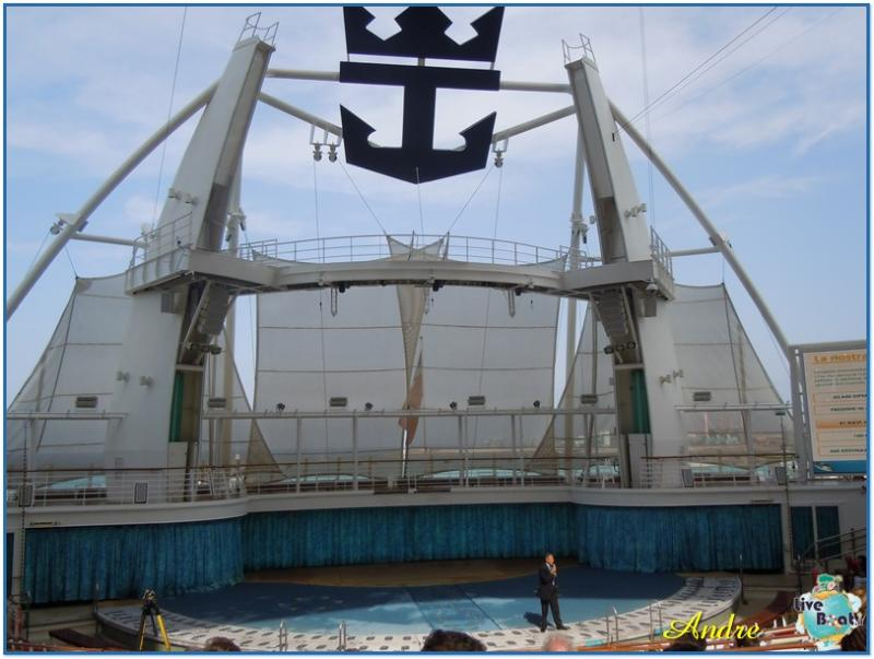 -1-royal-caribbean-oasis-of-the-seas-aquatheater-jpg