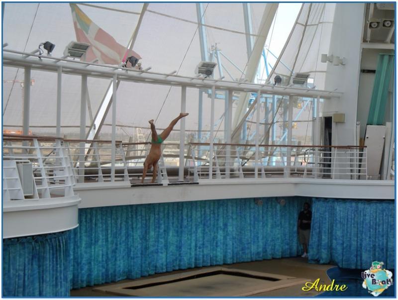 -7-royal-caribbean-oasis-of-the-seas-aquatheater-jpg