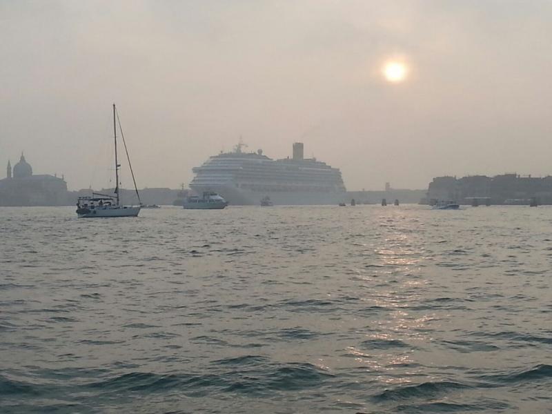 2014/10/20 Venezia sbarco Costa Fascinosa-costa-fascinosa-parte-venezia-diretta-liveboat-2-jpg