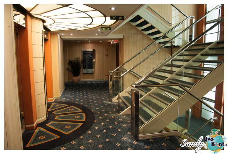Corridoi e zona ascensori di Msc Armonia-msc-armonia-vani-scale-corridoi001-jpg