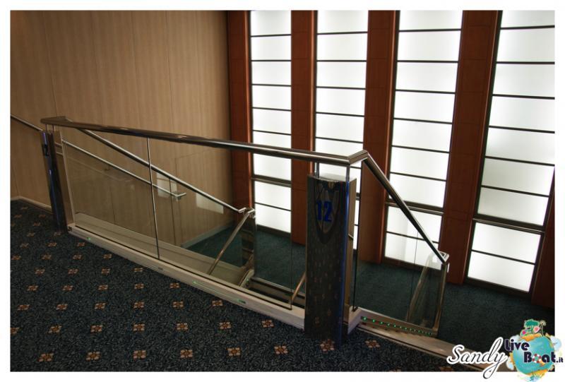 Corridoi e zona ascensori di Msc Armonia-msc-armonia-vani-scale-corridoi002-jpg