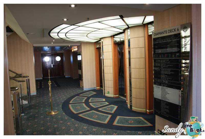 Corridoi e zona ascensori di Msc Armonia-msc-armonia-vani-scale-corridoi003-jpg