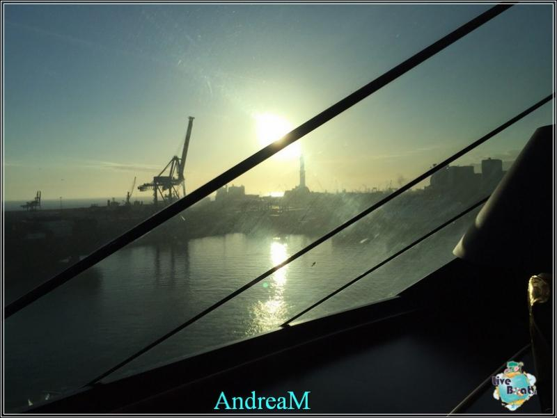 2015/03/03 Genova Imbarco MSC Fantasia-foto-mscfantasia-partenza-direttaliveboat-crociere-2-jpg