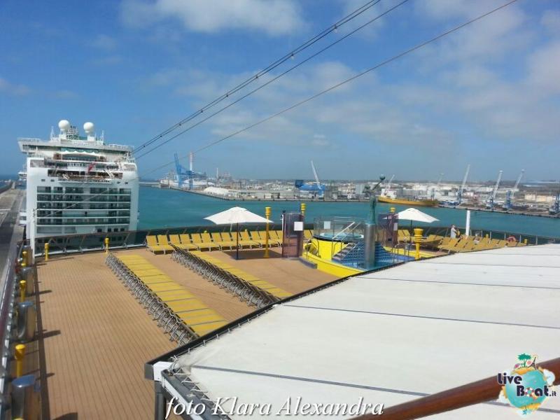 2 aprile 2015 - visita Costa Atlantica a Civitavecchia-201foto-costa-atlantica-giro-mondo-cinesi-jpg