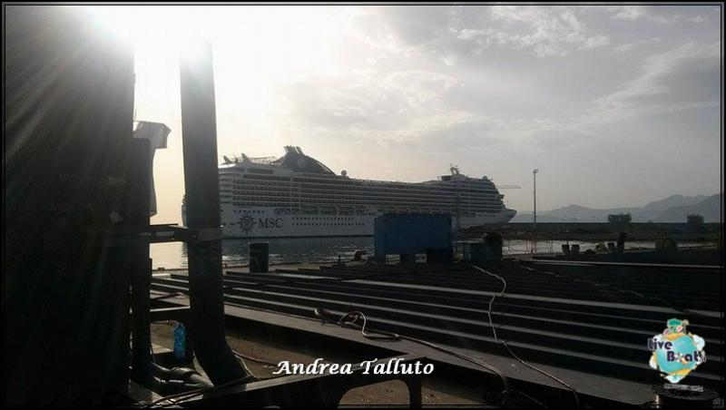 2015/04/18 MSC Poesia entra in cantiere a Palermo per il suo Dry Dock-11160443_973169686026969_2115649281_n-jpg