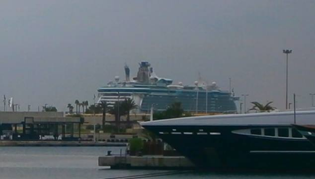 Cosa visitare a Valencia -Spagna--independence-of-the-seas-molo-valencia-2-jpg