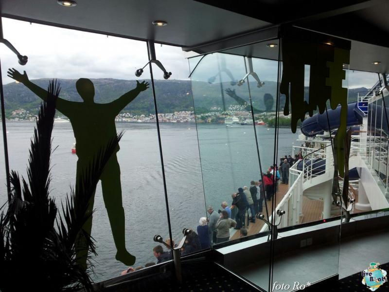 2015/06/09 - MSC Splendida - Bergen-3foto-msc_splendida-liveboat-jpg