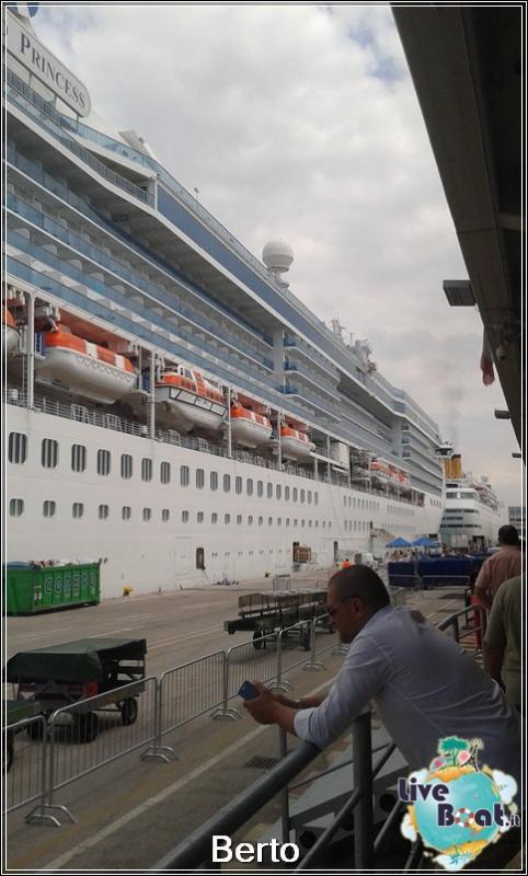 Island Princess dall'esterno-16island-princess-liveboatcrociere-jpg