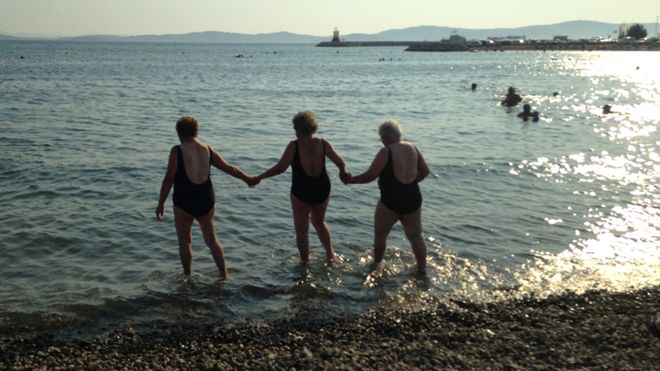 Le nonne che non avevano mai visto il mare-_84872991_funne-top-pic-jpg