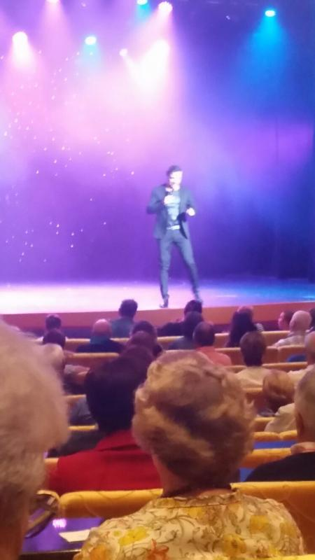 2015/09/08 Costa Luminosa- Vigo--spettacolo-teatro-costa-luminosa-2-jpg