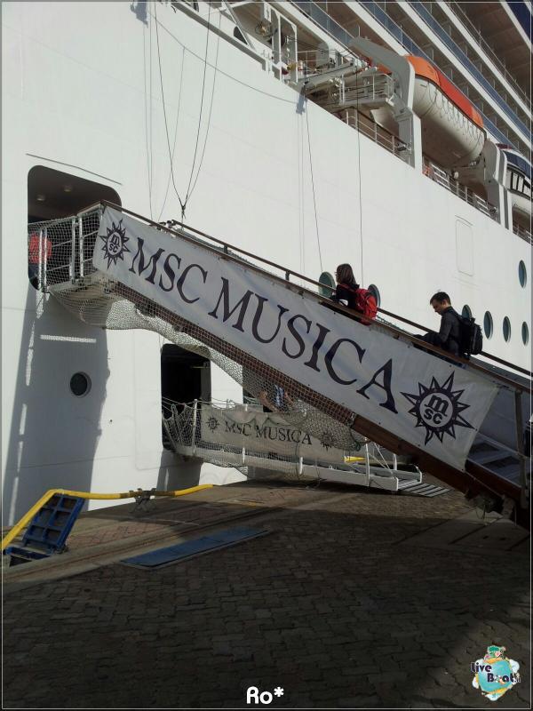 2015/12/12 Dubai Imbarco Msc Musica-liveboat076-crociere-msc-musica-dubai-emirati-arabi-jpg