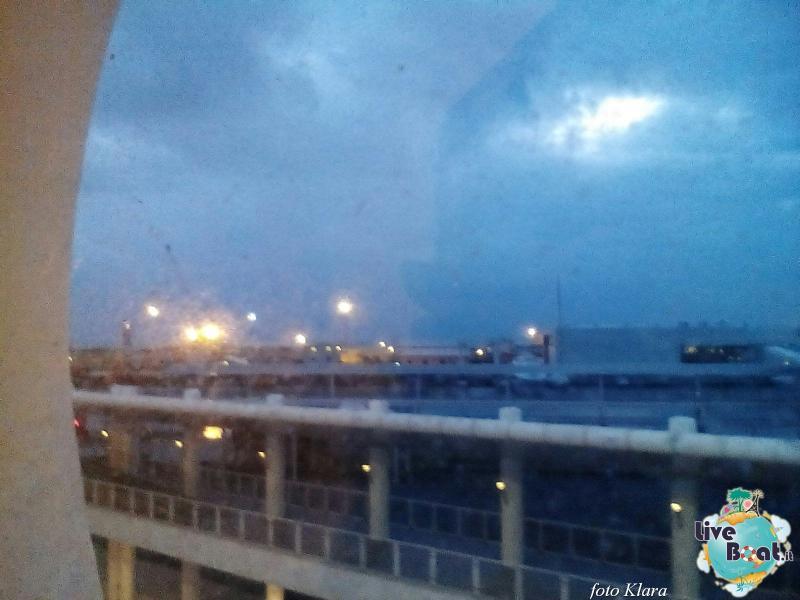 2015/12/16 Costa neoClassica Savona, sbarco-36foto-liveboat-costa-neoclassica-jpg