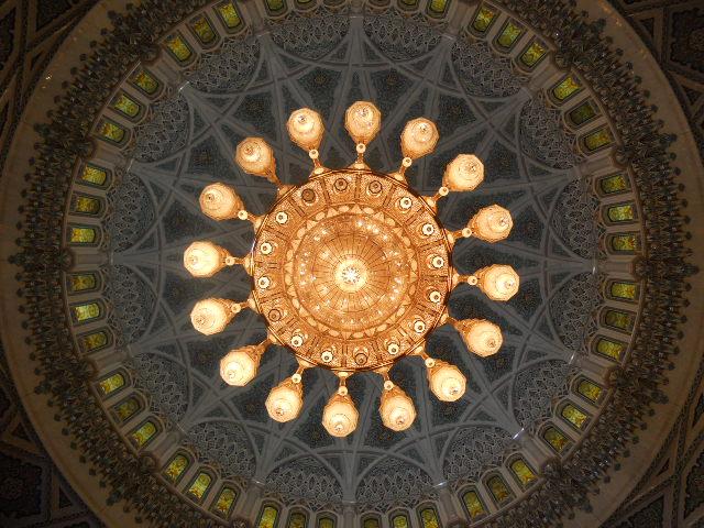 Grande crociera del vicino Oriente,2013 Dubai-SV-C. Classica-aprile-2013-1570-lampadario-cristalli-swarosky-m-14-oro-1-000-lampadine-jpg