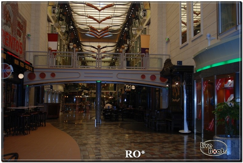 La Royal Promenade di Independence ots-24foto-liveboat-independence-ots-jpg