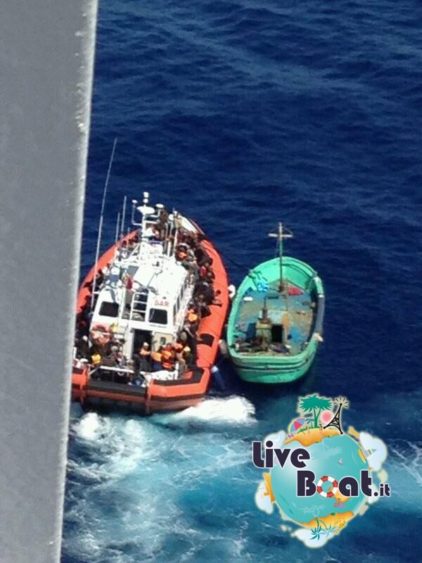 2013/09/26 Navigazione Costa Pacifica-1soccorso-mare-costa-paciifca-profughi-jpg