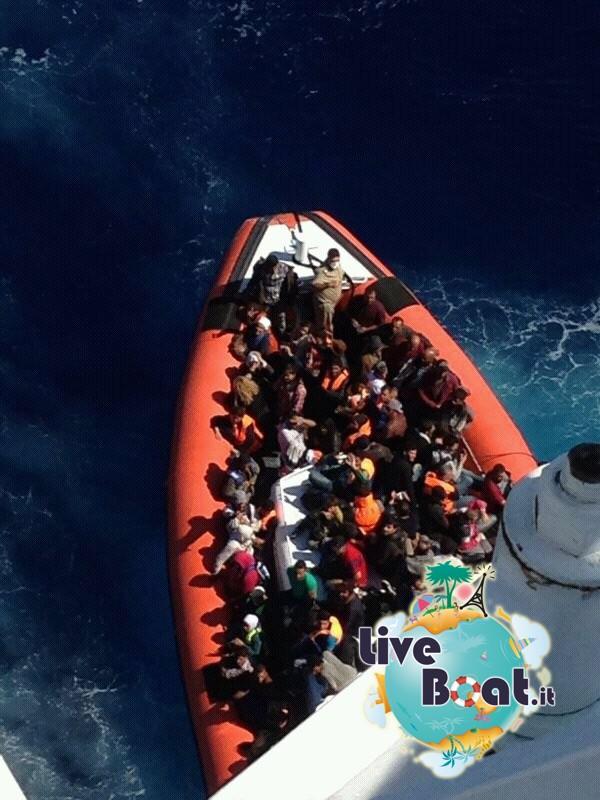 2013/09/26 Navigazione Costa Pacifica-3soccorso-mare-costa-paciifca-profughi-jpg