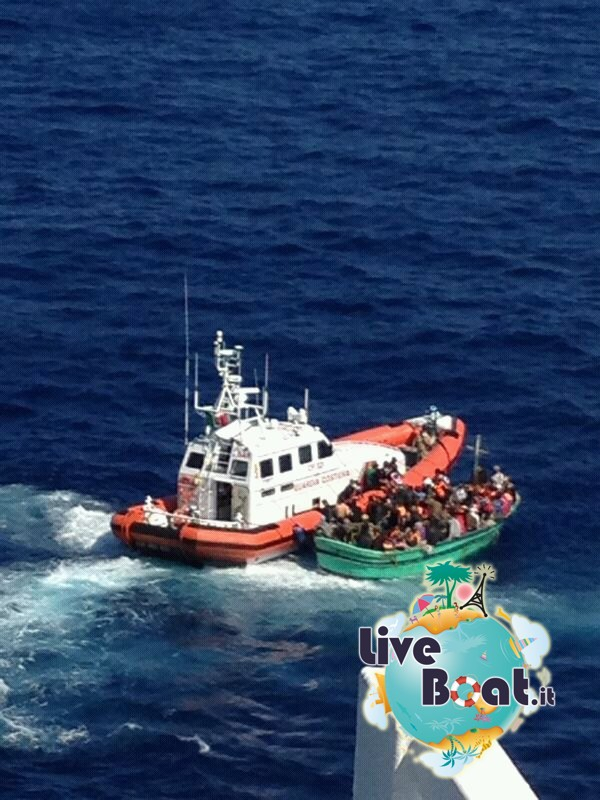 2013/09/26 Navigazione Costa Pacifica-4soccorso-mare-costa-paciifca-profughi-jpg