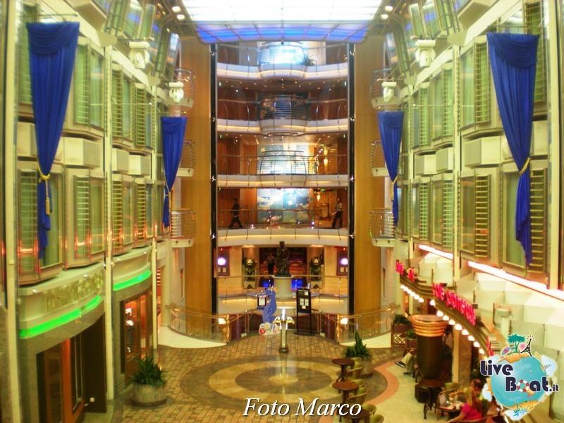 Parata di gala nella Royal Promenade di Mariner ots-179foto-liveboat-mariner-ots-jpg