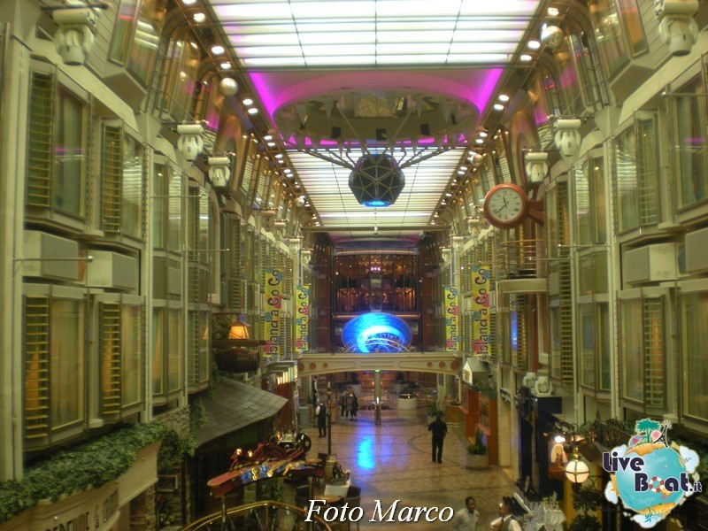 Parata di gala nella Royal Promenade di Mariner ots-181foto-liveboat-mariner-ots-jpg