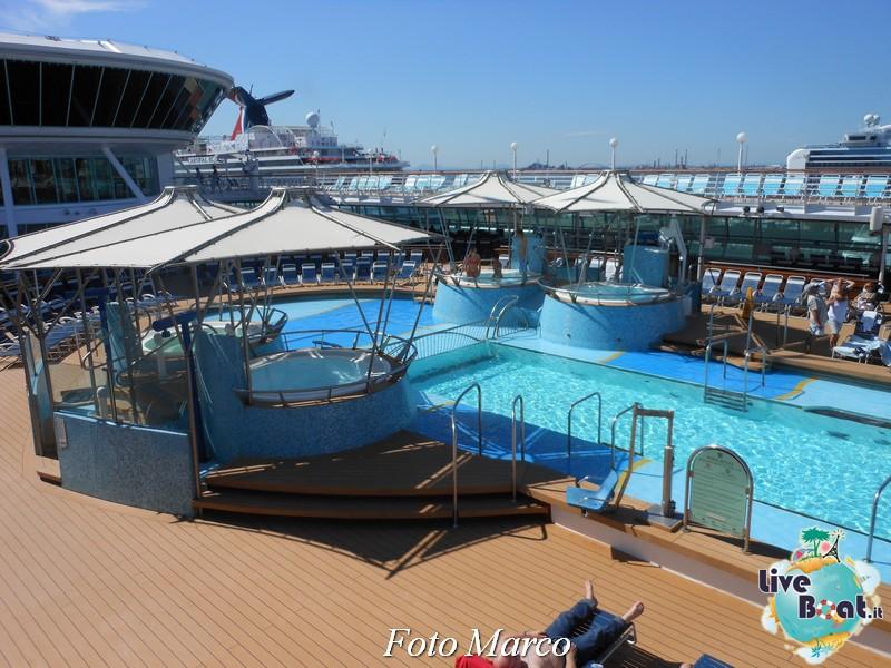 La zona piscina all'aperto di Grandeur OTS-210foto-liveboat-grandeur-ots-jpg