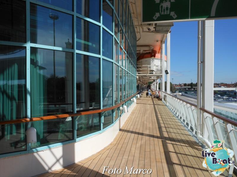 Girando sui ponti esterni di Grandeur OTS-68foto-liveboat-grandeur-ots-jpg