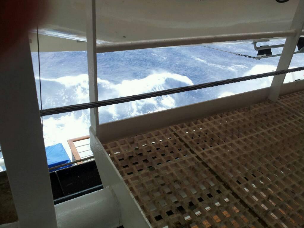 18/10/12 - Navigazione-navigazione-verso-tenerife-diretta-liveboat-crociere-3-jpg