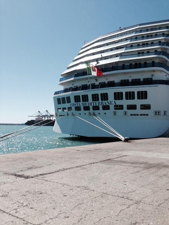 2013/10/08  - Limassol - Domy - MSC Lirica-1383191_527175554034044_682542509_n-jpg