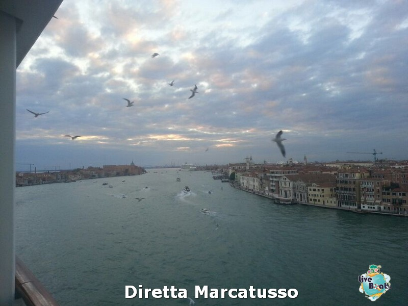 2013/10/13 - Venezia (imbarco)-msc-fantasia-venezia-diretta-liveboat-crociere-38-jpg