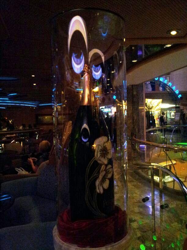 I bar - locali della Royal Promenade di Liberty ots-50foto-libertyofttheseas-liveboatcrociere-jpg