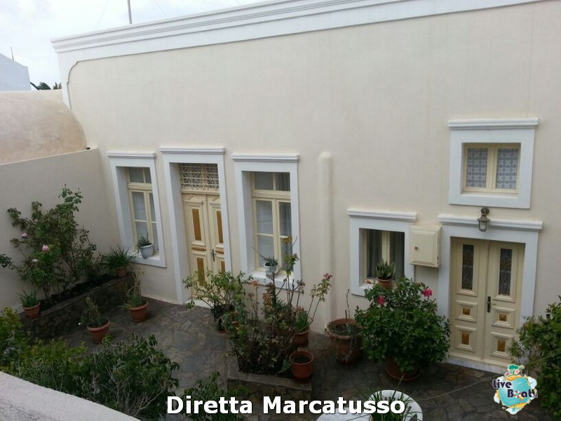 2013/10/16 - Santorini-msc-fantasia-santorini-diretta-liveboat-crociere-1-jpg