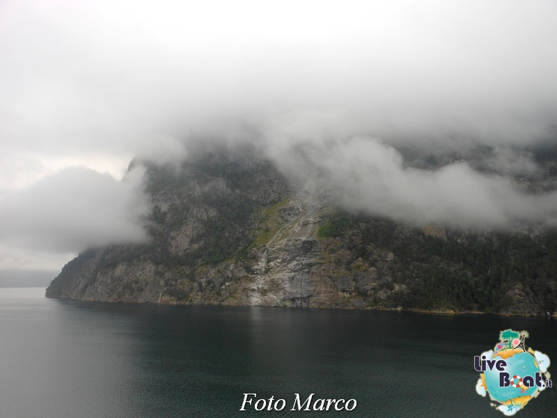 Navigazione turistica lungo il Geirangerfjord-4-liveboat-fiordi-jpg