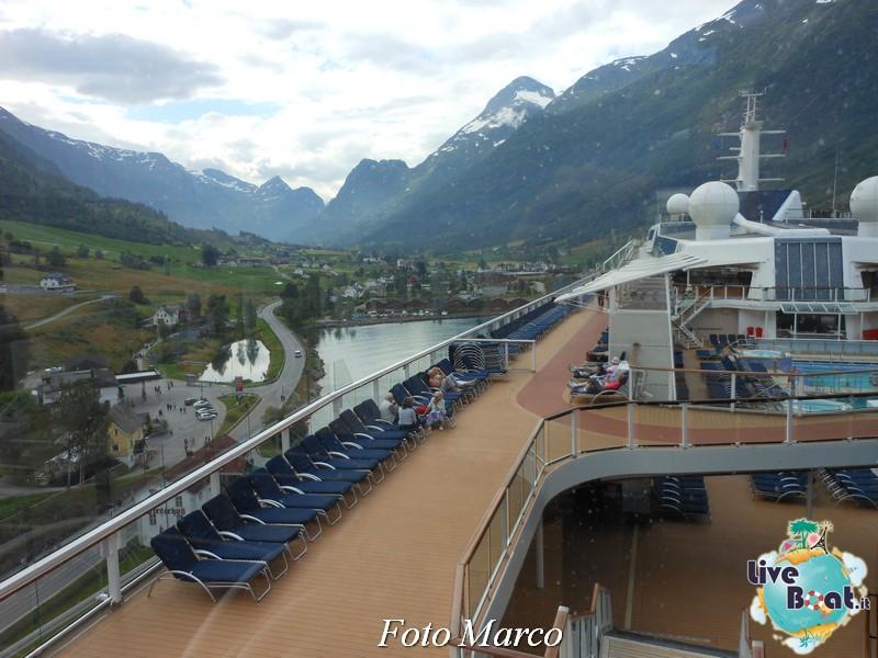 Navigazione turistica lungo l'Oldenfjord-34-liveboat-fiordi-jpg
