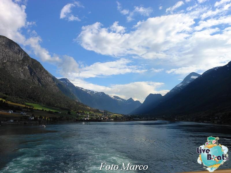 Navigazione turistica lungo l'Oldenfjord-42-liveboat-fiordi-jpg